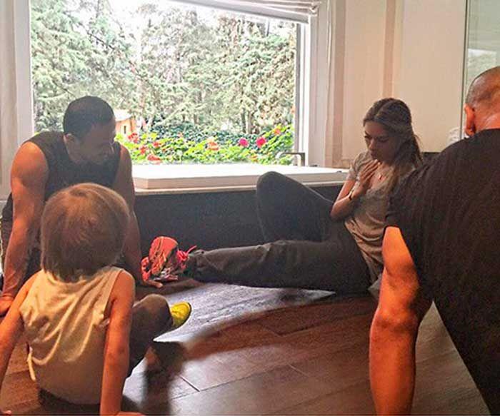 Galilea Montijo compartió una foto en la que aparece haciendo ejercicio en compañía de su primogénito