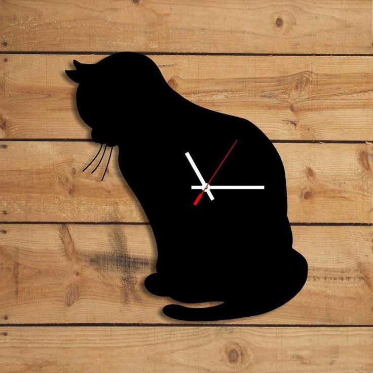 Macska kontúros falióra. Black cat wall clock with silent clockwork. Background orogonal board