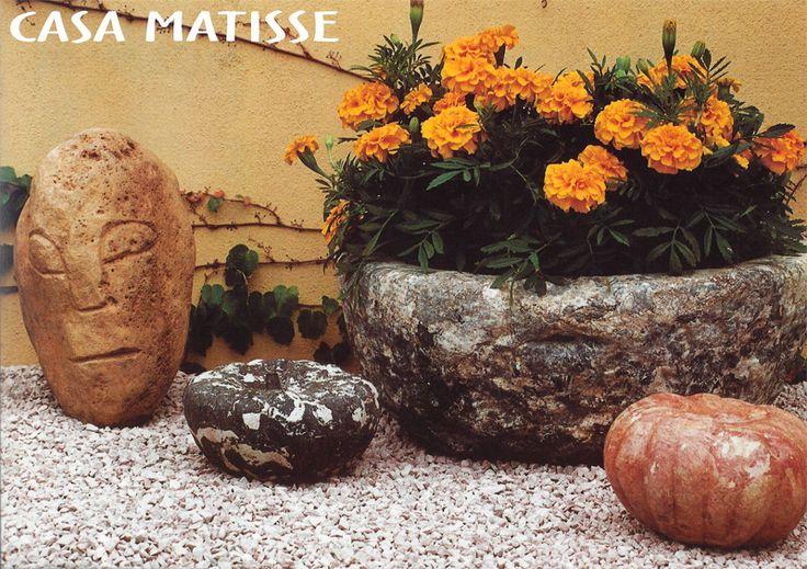 Decoracion de jardines recipiente de piedra labrada for Ornamentacion de jardines