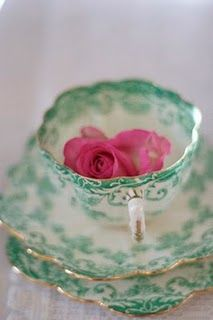 love the colors of this lovely vintage china