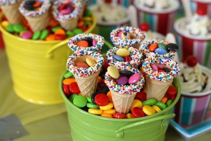 How easy and cute is this? Mini ice cream cones, rimmed with frosting/sprinkles, then filled with candy (or whatever you'd want to fill them with).