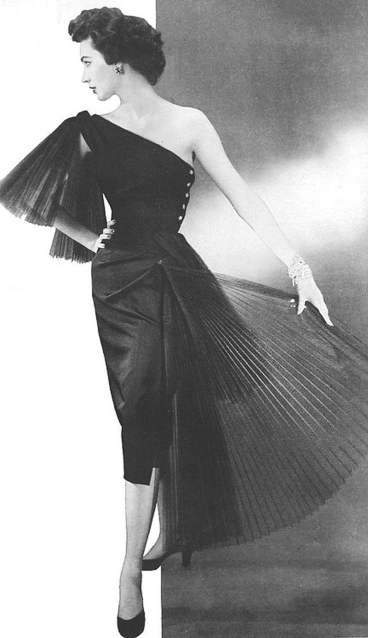 hollyhocksandtulips:    50s couture