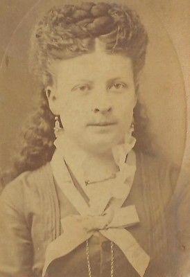 CDV PHOTO BEAUTIFUL YOUNG VICTORIAN WOMAN ELEGANT FANCY HAIR STYLE