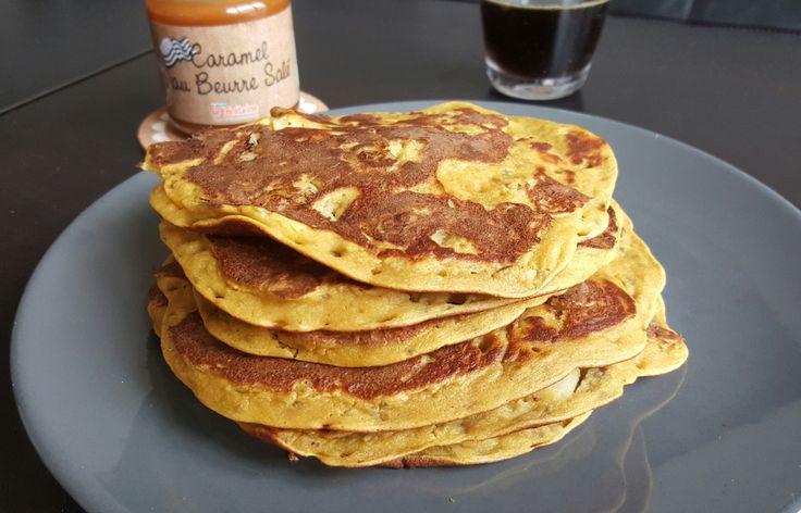 Pancakes sans matière grasse à la farine de lupin, graines de chia et pommes
