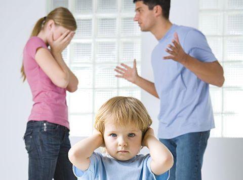 <p>Почему нельзя срываться на ребенке? Как научиться разделять свои и чужие эмоции? Как не впитывать чужой негатив и оставлять его агрессору? Ситуация: на папу на работе накричал начальник. Он принес это в дом и весь гнев, обиду, непереносимое чувство унижения…</p>