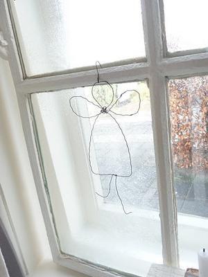 Bekijk de foto van ymalalala met als titel Engeltje bij het raam en andere inspirerende plaatjes op Welke.nl.