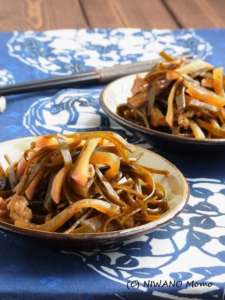 ご飯がすすむ沖縄料理 * クーブイリチー(昆布の炒め煮) by 庭乃桃 / 噛みしめるほどにおいしい沖縄の伝統料理クーブイリチー。クーブは昆布、イリチーは炒め煮のこと。細切りにした昆布をかつおと豚肉のお出汁で炒め煮します。もとはお祝い事などハレの日に欠かせない縁起の良いお料理ですが、作り置きもできてとにかくご飯がすすみますよ♪ 冷めてもおいしく、お弁当にもおすすめです。 / Nadia