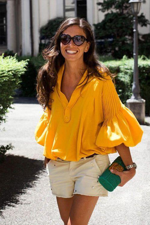 Желтая блузка с широкими плечами для лета 2017