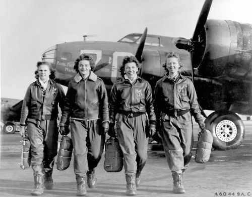 shipwreckedinsc:  Fly girls  rwa42: Women Air Force pilots circa 1940s.