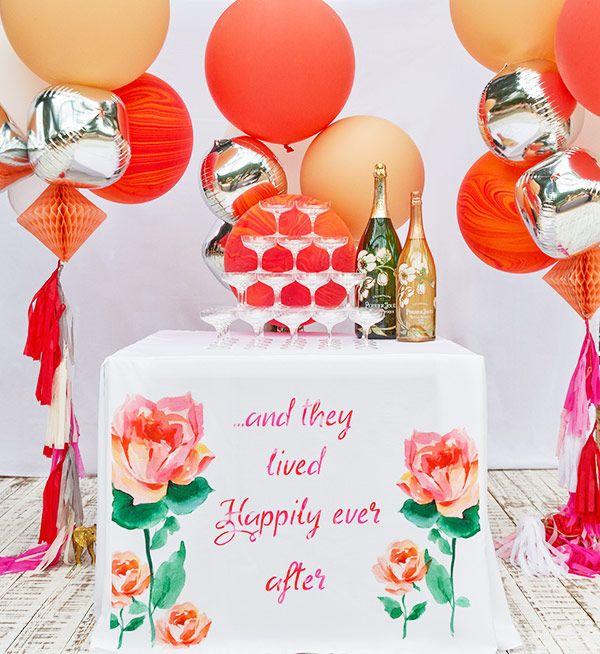 Cantinho para a torre de champanhe Perrier-Jouët decorado com balões ( Foto: João Coelho | Decoração: Clarissa Rezende )
