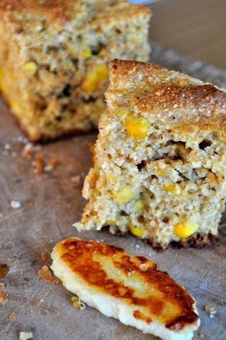 Pane di mais con chicchi di mais arrosto: cornbread with corn kernels