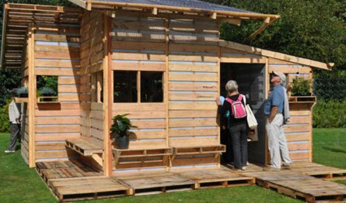Pallehus kan huse millioner, og du kan også bygge ditt eget lille hus av paller!