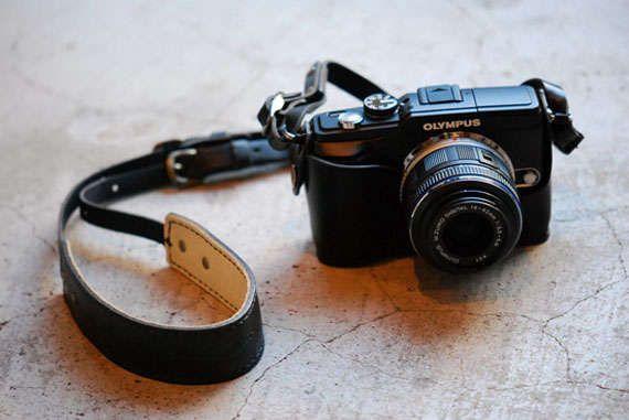 Chic Camera Straps : OLYMPUS XZ-1 Holder