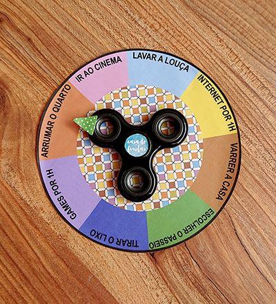 Um nova brincadeira para fazer com o spinner - o brinquedo febre do momento