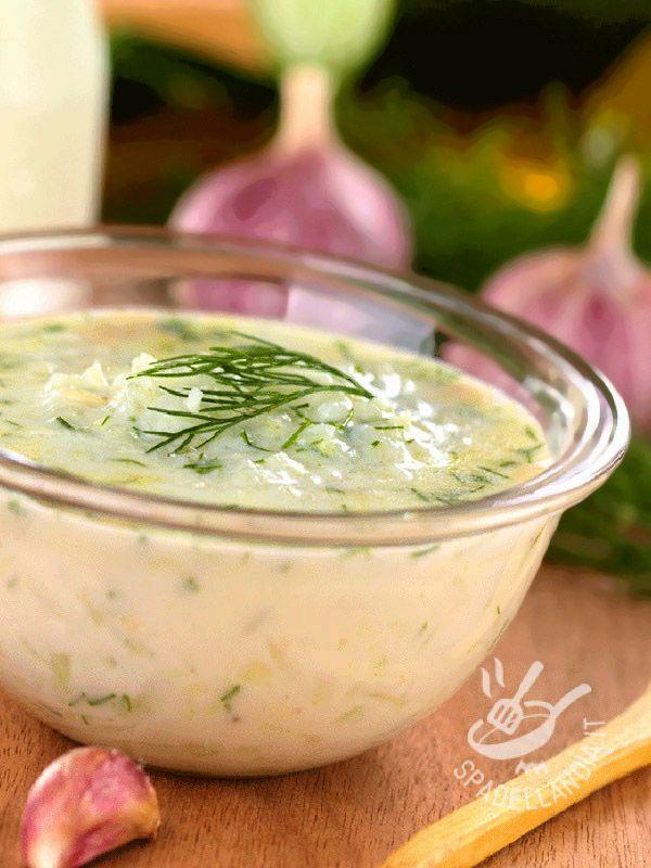 Salsa all'aneto (per pesce): una ricetta inusuale e molto raffinata, perfetta per il salmone, da proporre a invitati gourmand intenditori dei buoni piatti.