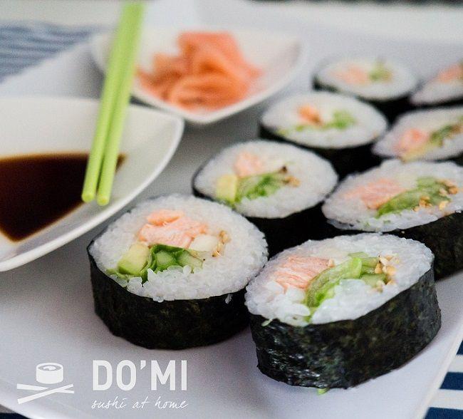 Ciekawa jestem czy ktoś z Was interesował się historią sushi. Przebyło ono naprawdę długą drogę. Począwszy od nare – zushi, które narodziło się w Chinach w IV wieku skąd trafiło do Japonii i …