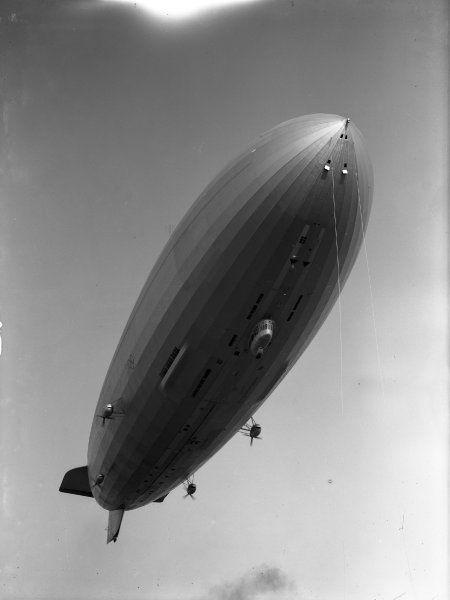 Das Luftschiff LZ 127 Graf Zeppelin aus dem Hause Zeppelin gilt als das erfolgreichste Verkehrsluftschiff seiner Ära. Bis zu seiner Stilllegung legte das Starrluftschiff fast 1,7 Millionen Kilometer zurück, darunter war auch eine Weltumrundung. Die Ausstattung an Bord war äußerst luxuriös und stammte von renommierten Architekten und Designern.