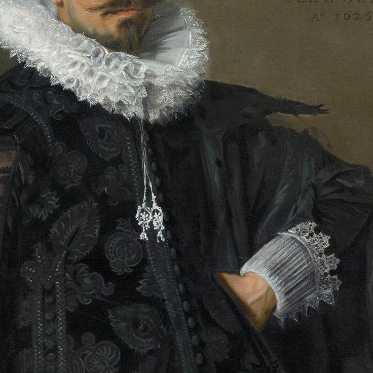 Particolari di opere 3. Franz Hals: Ritratto di Jacob Olycan. Olio su tela, del 1625. Cm 124,8 x 97,5. Gabinetto reale di pitture Mauritshuis, L'Aia. La giacca damascata s'allarga sulla vita, in parte coperta dal corto mantello sempre nero. L'uomo ha 29 anni, commissiono il ritratto di se e della giovane moglie Aletta in occasione del loro matrimonio