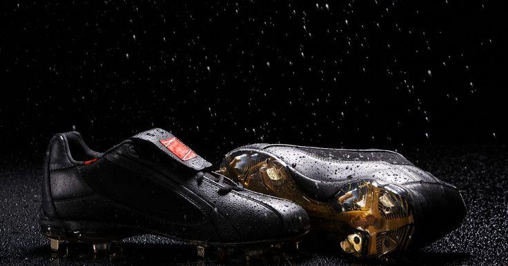 ¿Cómo seleccionar un zapato de fútbol?. Es importante el uso de zapatos de fútbol o botines al jugar fútbol. Los zapatos para correr o zapatillas de deporte no proporcionan la tracción necesaria para la carrera a toda velocidad, el arranque y la parada que un jugador de fútbol hace con frecuencia durante un juego. Los zapatos de fútbol proporcionan el apoyo para proteger tus pies y ...