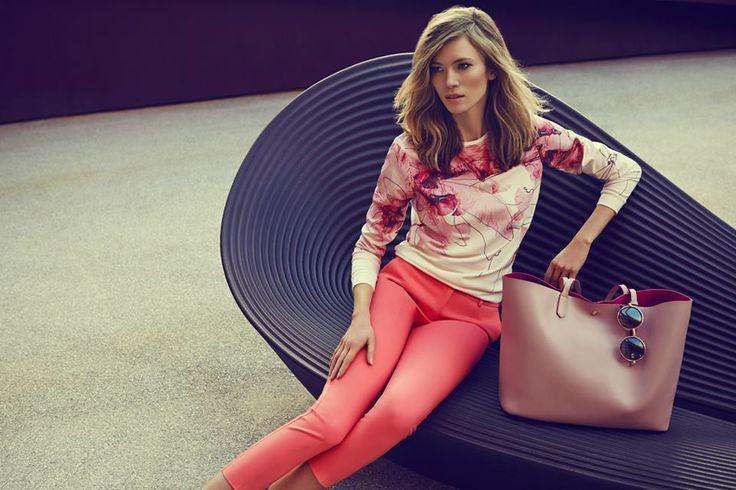 Bluza w kwiaty i modne cygaretki - kobieca propozycja od Top Secret