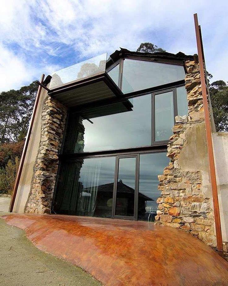 La pierre et le verre comme matériaux de construction contrastés à marier en architecture moderne