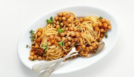 Low Carb? Nö, heute gibt es diese High Carb-Pasta mit Kichererbsen für extra Energie nach dem harten Workout.