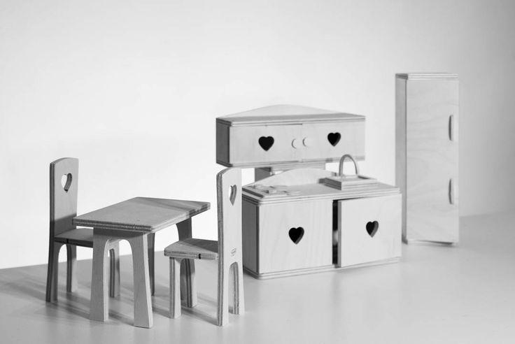 Drewniane mebelki ręcznie wykonane (  wymiary dla lalki barbie ) #toy #wood #doll #dollfurniture #furniture #marzeniadrewnem #kraków #myslenice #zabawki #mebelki #drewno #lustrzanka #design #handmade #marzenia #zdrewna #marzeniadrewnem #handmade #recznierobione #design #dekor #awsome #wardrobe #table #łóżko #meble #stolik #krzesła by marzenia_drewnem