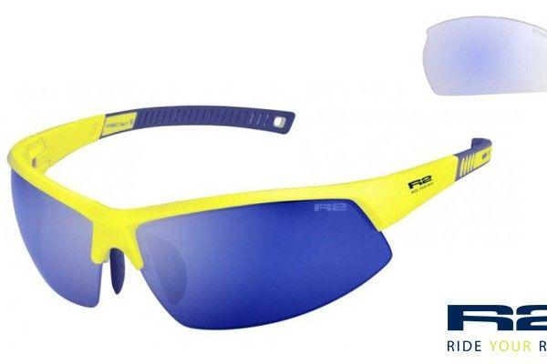 R2 AT063 C napszemüveg. Keretét grilamidból gyártották értékes tulajdonságai miatt. Könnyű, erős és formatartó, ezen kívül rendkívül ütésálló.  OLVASS TOVÁBB!