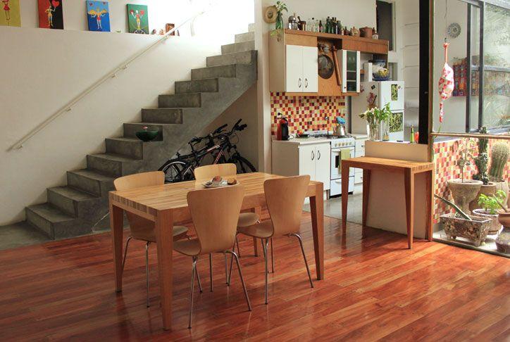 escalera mosaicos en la cocina, pisos de cemento alisado combinado c madera o ceramica simil madera en todo caso