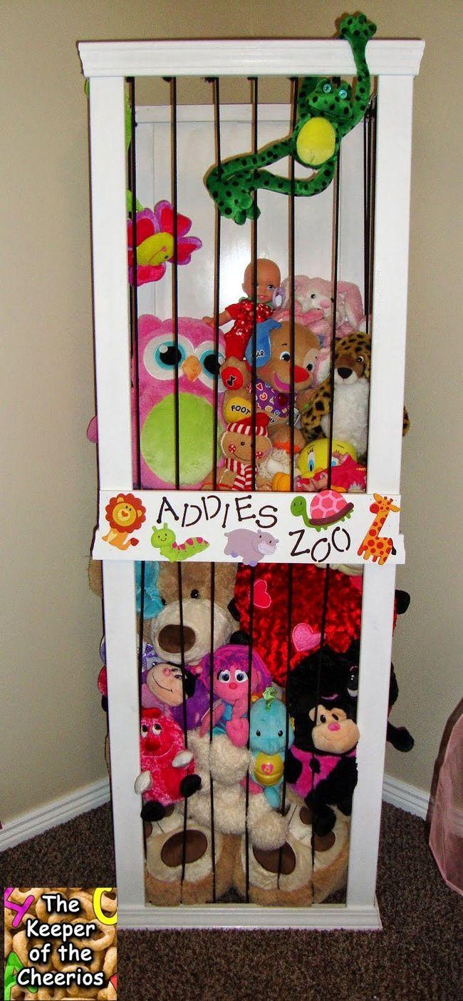 I LOVE this idea for organizing stuffed animals!