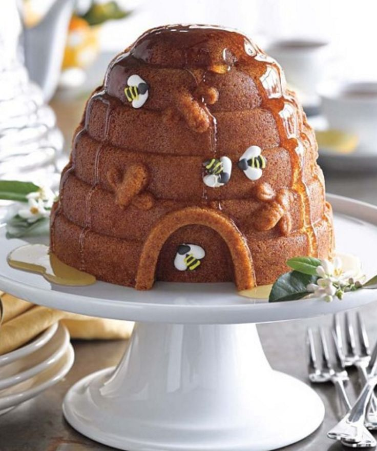 17 Images About Bee Cakes On Pinterest Bee Cakes Bee