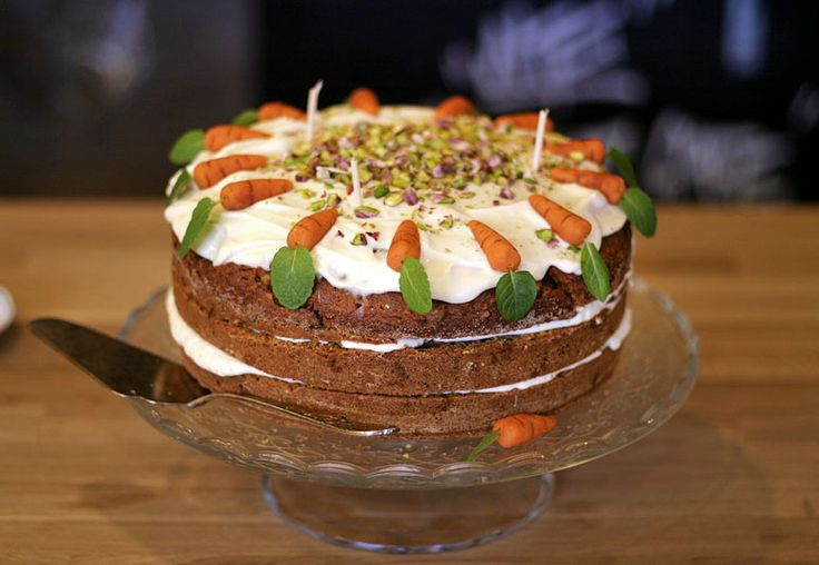 Bezkonkurenční mrkvový dort s makadamiovými či vlašskými ořechy, zázvorem a kokose | Veganotic