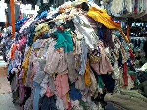 BERITA JOGJA - Kebijakan pelarangan penjualan pakaian impor bekas atau awul-awul yang dikeluarkan oleh Kementerian Perdagangan membawa imbas terhadap penjualan awul-awul di Jogjakarta.