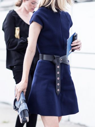 belted blue dress - streetstyle inspiration