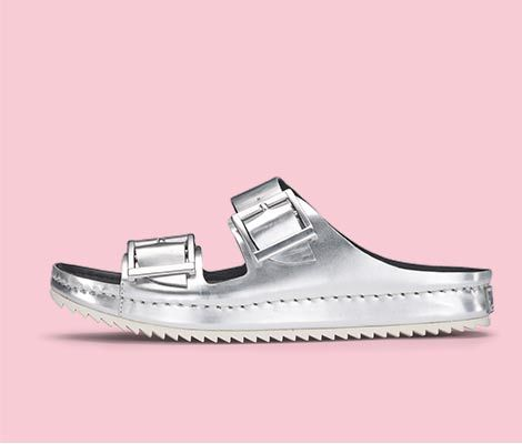 Silberne Sandalen in Premium-Leder, mit topaktueller Riffel-Profilsohle, Clarks Netrix Rose, 89,95 Euro: http://www.clarks.de/p/26108740