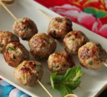 Recette - Nem nuong : boulettes vietnamiennes au porc et à la menthe - Proposée par 750 grammes
