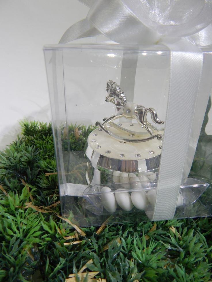 Carillon cavalluccio madreperla Mascagni http://www.mobiliastore.it/shop/bomboniere/carillon-cavalluccio-in-metallo-lucido-madreperla-cristalli-mascagni-anche-confezionata/