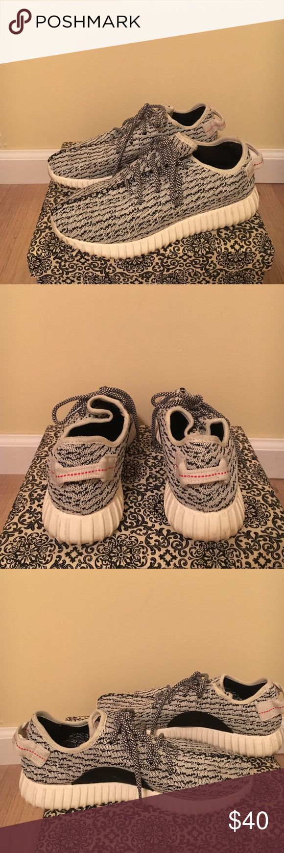 FAKE Yeezy sneakers FAKE yeezy sneakers there comfortable and have a few marks on them make me an offer!! They do run big im usually a 9 and fit into these Yeezy Shoes