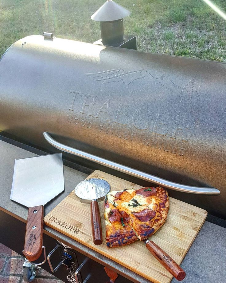 Lovin all the new @traegergrills accessories.  The new cutting board is magnetic and sticks to the Traeger.  And the pizzas came out great using traegers pizza kit.  Check link in my Bio to see all the new goodies Traeger has available online. . . . . #traegergrills #traegernation #teamtraeger #food #prep #foodie #foodies #cook #yum #nomnom #eats #goodeats #grillinfools #forkyeah #blogger #foodbeast #bbq #barbeque #grill #versatility #calibbq #pizza #utensils #gear #new #merchandise #tools…