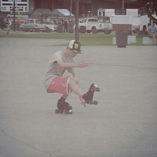 Having some fun with rollerskating tricks!!!