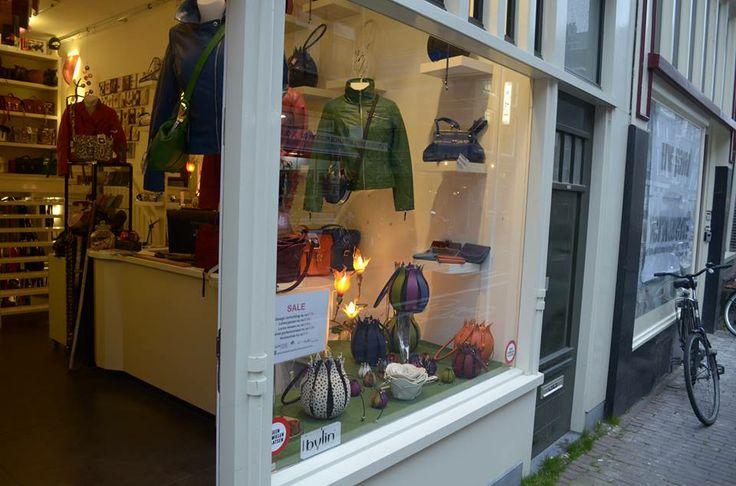 Als de lente komt dan stuur ik jou, tulpen uit Amsterdam... By-Lin dutch design  sleutelhanger model tulp € 27,50 , tulpentassen vanaf €155,- en tulpen verlichting vanaf € 175,-