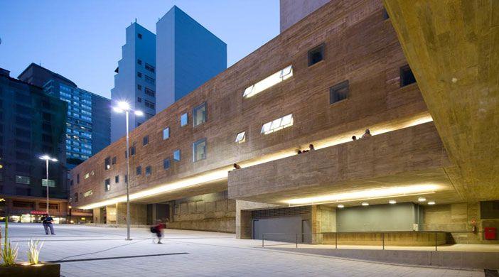 Praça das Artes - Volumes, rampas e vazios fundem-se às ruas