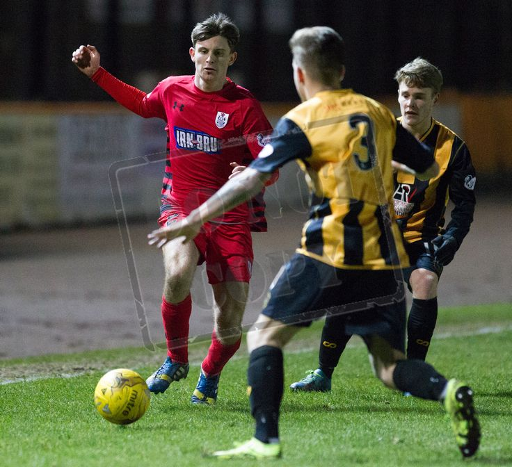 Queen's Park's Gavin Mitchell on the ball during the SPFL League Two game between Berwick Rangers and Queen's Park.