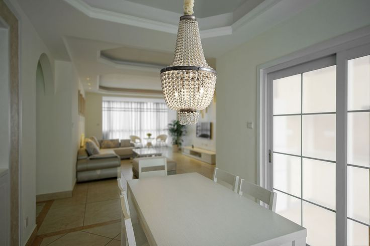 Shadi: Empire-style suspension with aged silver finish metal structure, decorated with ivory color artificial pearls.