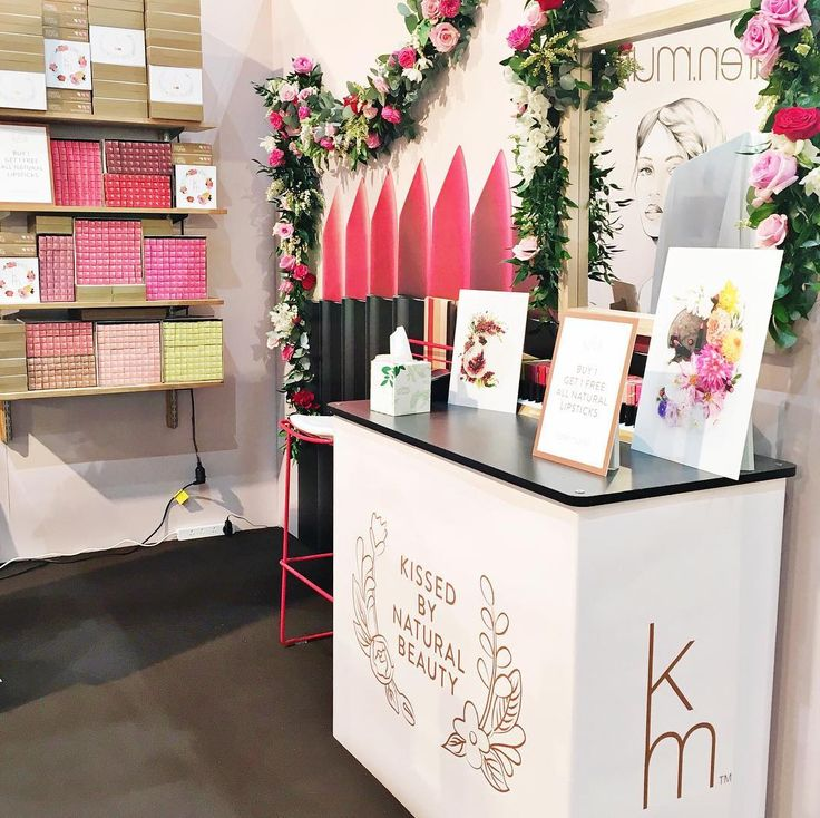 We have had the most amazing couple of days at the Auckland @babyshownz - it's been a pleasure meeting all of you. Today is the last day so be sure to visit us at stand K18 for some incredible show specials - including BUY 1 GET 1 FREE on all #karenmurrell lipsticks. There will also be a makeup artist and photo booth onsite between 11am - 2pm.  The show runs from 19-21 August 10am - 5pm at the ASB Showgrounds Greenlane Auckland  #aucklandbabyshow #kissedbynaturalbeauty #floralgarland by…