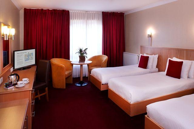 Clayton Hotel Leeds-Triple Room