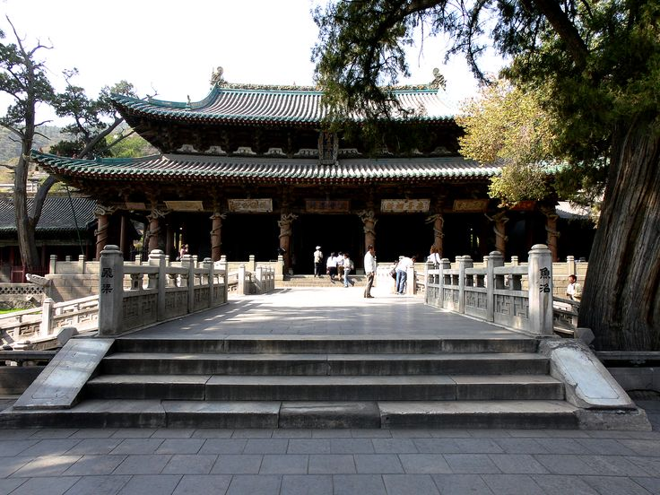 The Hall of the Holy Mother (聖母殿) of the Jin Temple (晋祠), located in a southeastern suburb of Taiyuan City, Shanxi, is a rare extant example of early Song architecture, 1st built in the period between 1023 and 1032 and renovated in 1102. Eaves curve slightly upward, a Song characteristic.