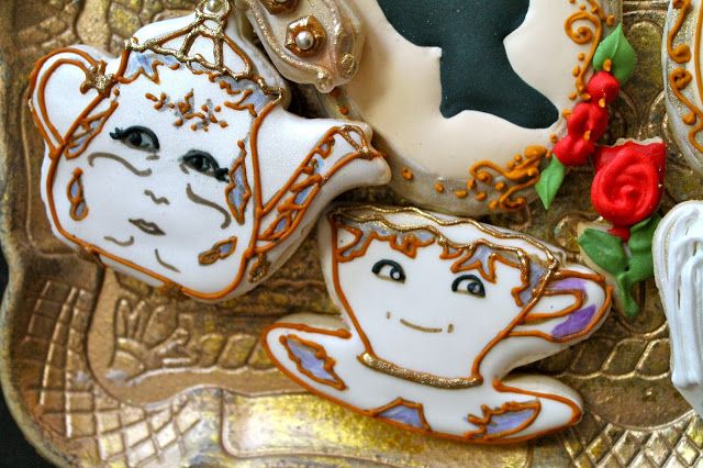 Mrs. Potts and chip cookies/Beauty and the Beast cookies @ www.milgrageas.blogspot.com