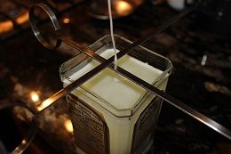 How to make a Jack Daniel's candle from a recycled bottle. See step by step DIY project photos...