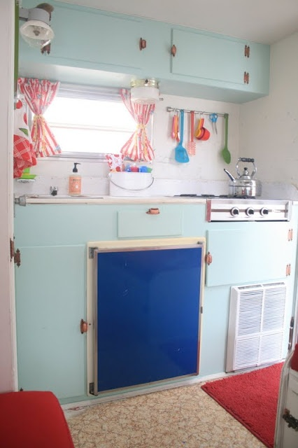 Before and After pics of an adorable camper...cute ideas!